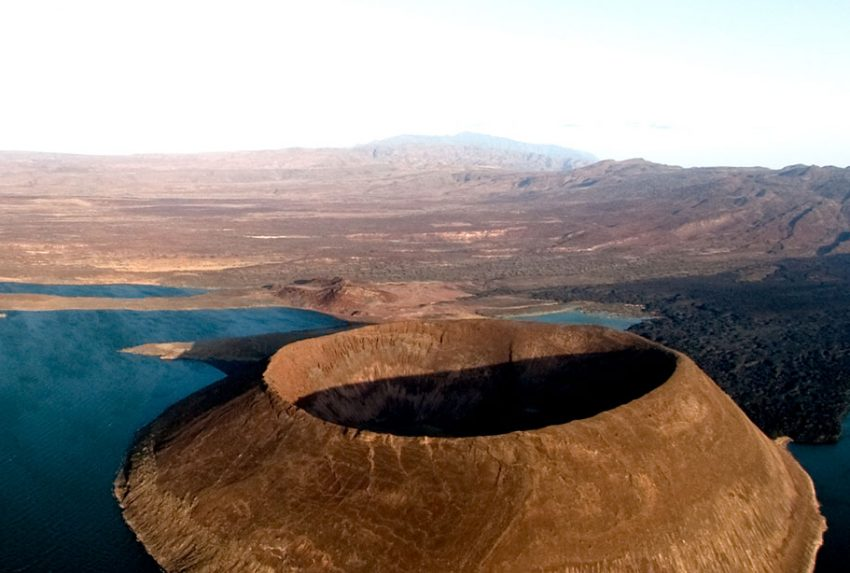 Lake-Turkana,-Nabiyotum-Crater